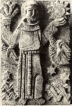 425 Beeldhouwwerk van p. R. Rats o.f.m. boven portaal katholieke kerk: St. Willitbrord komt in Katwijk aan land