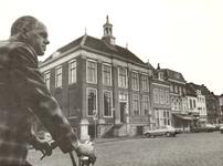 426 H. Schoon bij het stadhuis
