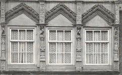 430 Gevel Waterstraat 26 met renaissance beeldhouwwerk