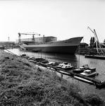 22-9468 Haven met scheepswerf. Afbouw van de op 18 augustus 1968 te water gelaten Coral Meandra bestemd voor Koraal ...
