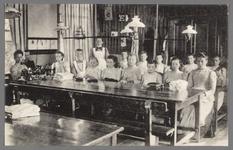 0616 (Op achterzijde:) Martha-stichting, Alphen a./d. Rijn; Naaikamer, 1900-1910