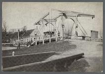 0660 (Op achterzijde:) Aarlanderveen (Lage Zijde); Gouwsluise brug met pontveer 1900, 1895-1905