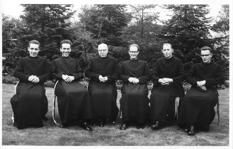 220251 Missionarissen voor hun vertrek naar Chili vanuit Huize Padua, Boekel