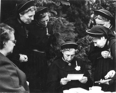 102062 Samen met zuster Augustine foto's bekijken