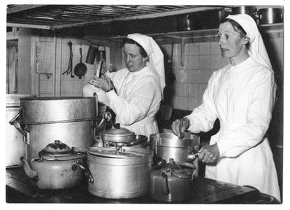 102075 De keukenzusters te Hilversum