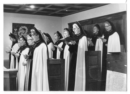 102091 Koorzang in de kapel van het klooster Maria's Bezoek te Amsterdam