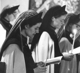 102095 Gebedsdienst in een kapel van de zusters