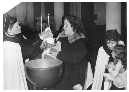 102096 Een doopplechtigheid in de kapel van de Stad Godste Amsterdam, met zuster Judi de Gooyer
