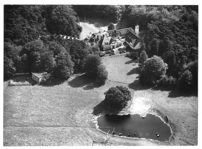 102132 Luchtfoto van het klooster de Stad Gods te Hilversum