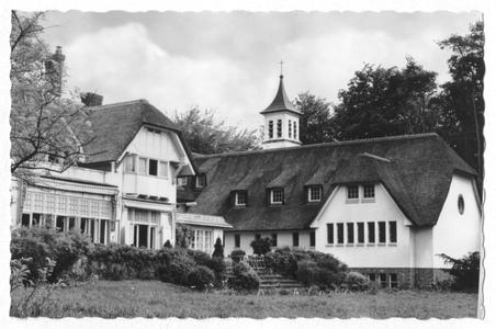102133 De achterzijde van het klooster de Stad Gods te Hilversum