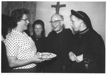102150 Mater Augustina, pater Van Nuenen en zuster Angelina te Valkenswaard