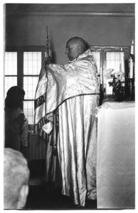 226025 Inwijding van het zusterhuis aan de Canisiussingel te Nijmegen, met bisschop Wilhelmus Mutsaerts