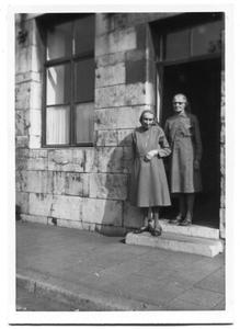226028 Twee zusters te Seraing (België)