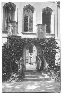 226053 Binnenplaats van pensionaat Sacré Coeur, later klooster Mariënburg te Nijmegen