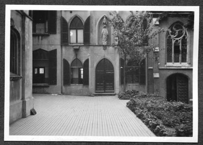 226090 Hoofdgebouw en kapel van klooster Mariënburg te Nijmegen