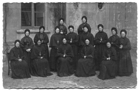226099 Zusters van klooster Mariënburg te Nijmegen; in de volksmond ook wel bekend als de Zusters van Hallo