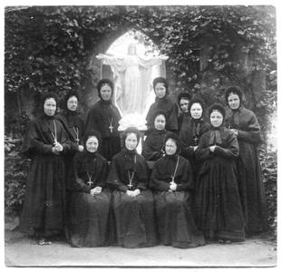 226115 De zusters van klooster Mariënburg te Nijmegen