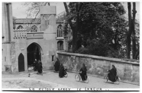 226118 Terugkeer te fiets naar klooster Mariënburg te Nijmegen