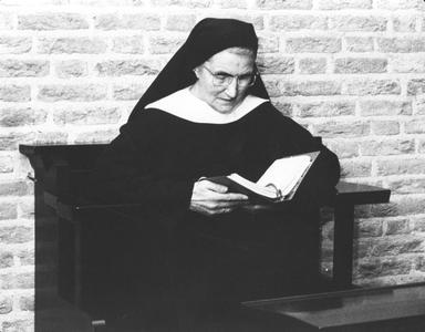 200038 De werkdag van de zusters te Heesch wordt afgesloten met gebed