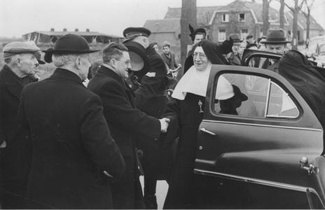 200041 Hartelijke ontvangst van de zusters door de gemeente Heesch