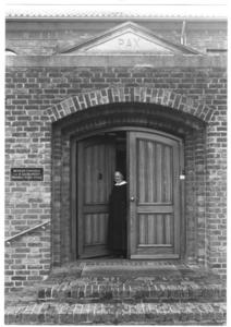 200053 De buitendeur kapel van priorij Fons Vitae te Heesch
