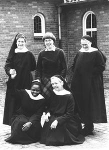 200092 Zuster Catharine uit Tororo (Uganda) op bezoek bij de priorij te Heesch