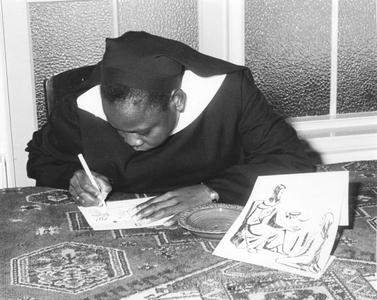 200093 Zuster Catharine uit Tororo aan het werk in de priorij te Heesch