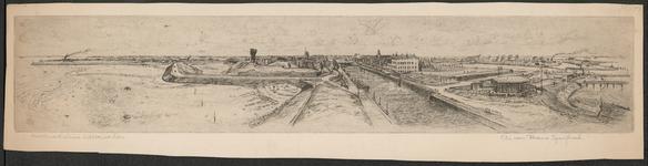 SPUIJBROEK_107A Gezicht op de vesting van Hellevoetsluis vanaf de vuurtoren. Van links naar rechts de Werkhaven, de ...