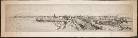 SPUIJBROEK_107B Gezicht op de vesting van Hellevoetsluis vanaf de vuurtoren. Van links naar rechts de Werkhaven, de ...