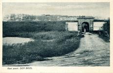 PB0102 De Kaaipoort met de brug over de Kaaivest, ca. 1934
