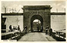 PB0103 De Kaaipoort met enkele kinderen, 1914