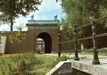 PB0105 De Kaaibrug met de brug over de Kaaivest, ca. 1985