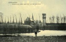 PB3125 Hellevoetsluis; De wallen van Hellevoetsluis, met op de achtergrond de katholieke kerk en de watertoren, ca. 1908