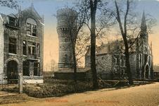 PB3321 Hellevoetsluis; De pastorie van de gereformeerde kerk, de watertoren en de katholieke kerk, ca. 1914