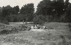 PB4357 Gezinnen vermaken zich bij het Quackjeswater, ca. 1920