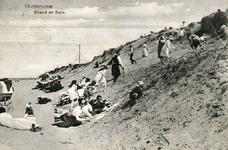 PB4940 Kinderen klauteren tegen het duin op, 1918