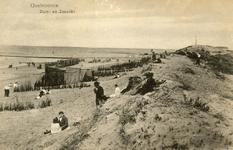 PB4962 Badgasten zitten tegen het duin aan, 1917
