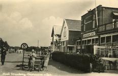 PB5165 Rechts café-restaurant Zeerust op de hoek van de Zeeweg en de Boulevard, ca. 1938