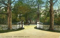 PB5815 Oostvoorne; Het erf met de uitrit van Kooisicht en je kijkt de Kooysightlaan in, ca. 1926