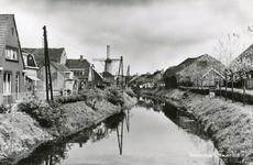 PB8912 De molen Nooitgedacht en het stoomgemaal langs de Vierambachtenboezem, 1965