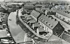 PB9039 Panorama vanaf de molen. Links het Noordeinde, rechts de Molenlaan, 1956