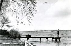 PB9993 Zwartewaal; Recreatiegebied Het Brielse Meer, een visser op een steiger, 1975