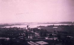 DIA01434 Brielle; ; Panorama vanaf de toren van de St. Catharijnekerk over de geïnundeerde polder Zuurland, 1944