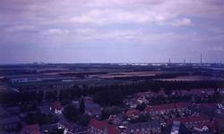 DIA01799 Brielle; ; Panorama over Brielle vanaf de toren van de Catharijnekerk, riching het Europoortgebied, 1973