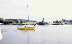 DIA01826 Brielle; ; Recreatie op het Brielse Meer, met de Stenen Baak op de achtergrond, gezien vanaf de Krabbeweg, 1973