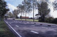 DIA02140 Brielle; ; De Groene Kruisweg ter hoogte van de kruising met de Thoelaverweg. Op de achtergrond werkzaamheden ...