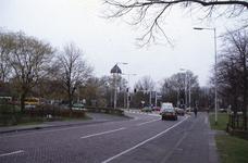 DIA02458 Brielle; ; De Groene Kruisweg gezien vanaf de Pieter van der Wallendam, links het busstation, rechts de ...