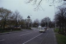 DIA02459 Brielle; ; De Groene Kruisweg gezien vanaf de Pieter van der Wallendam, links het busstation, rechts de ...