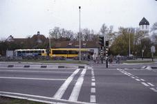 DIA02460 Brielle; ; Het busstation langs de Groene Kruisweg. Op de achtergrond de HBS, het chinees restaurant in de ...