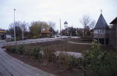 DIA02572 Het Shellstation langs de Rik, de watertoren en de toren van de Landbouwschool (later Theater de Goote); ca. 1991